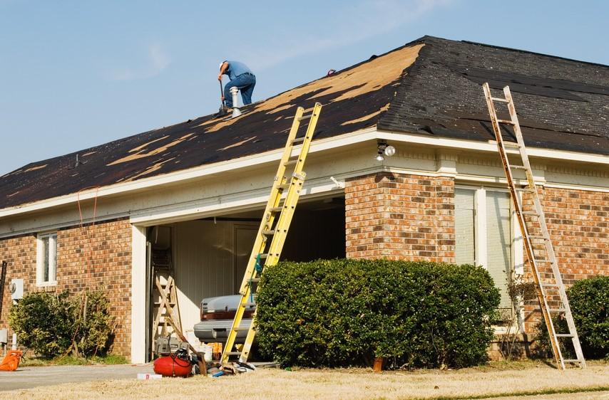 Sửa chữa mái nhà nên dùng loại thang nhôm nào?